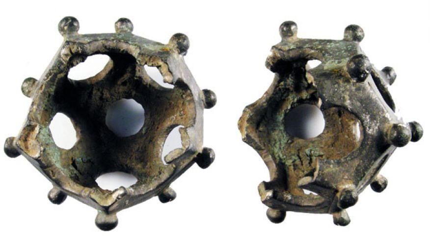 Фрагмент додекаэдра, отлитого из сплава меди (1 — 400 н.э.), обнаружен в Йоркшире с помощью металлоискателя, Англия (Portable Antiquities Scheme / Creative Commons).
