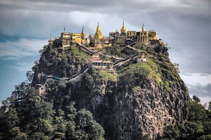 Буддийский монастырь Таунг Калат.