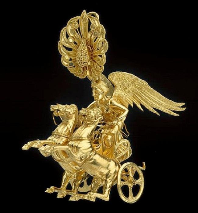 Серьга в виде колесницы Ники